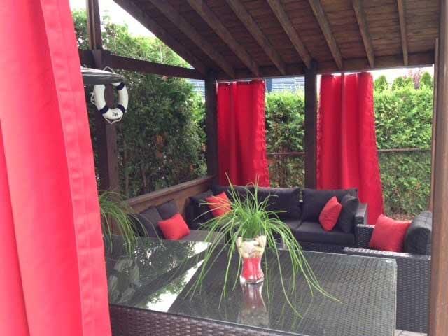 rideaux rouge d'extérieur sur mesure