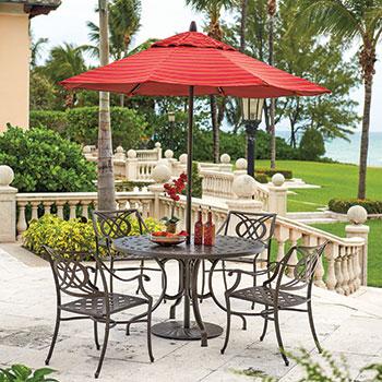 table et chaises de patio en fer forgé